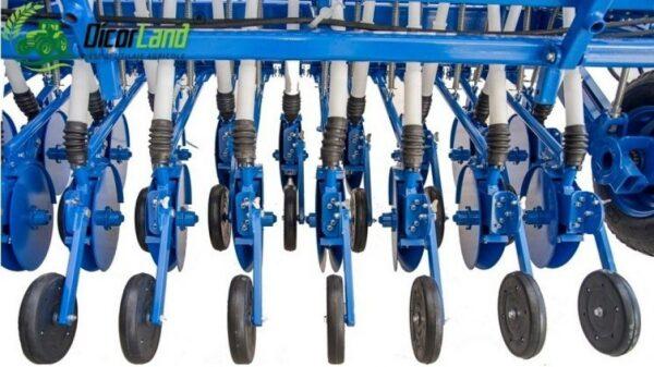 Semanatoare pentru plante paioase SUP 48DKLT DIVA (cu roti de tasare) – Mecanica Ceahlau