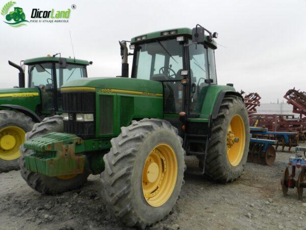 Tractor marca John Deere, model 7700